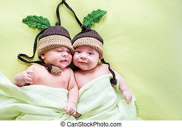weared, hermanos, bebes, sombreros, dos, gemelos, bellota