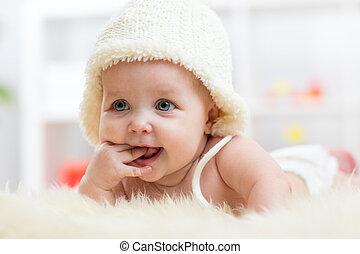 weared, lindo, chupar, ella, dedos, nena, sombrero, blanco