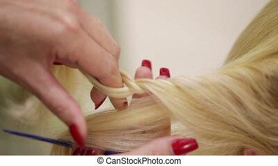 Weaving braids blonde - Hairdresser braids braid girl with...