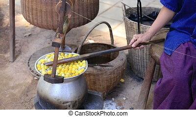 weaving brocade using a traditional silk with yarn