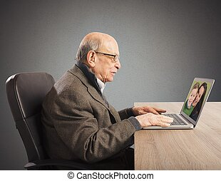 Webcam distant family - Grandpa talking with distant family ...