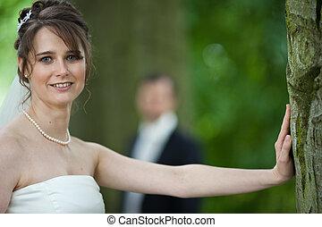 wed, par, noivo, -, jovem, seu, noiva, posar, freshly, ao ar livre, dia casamento