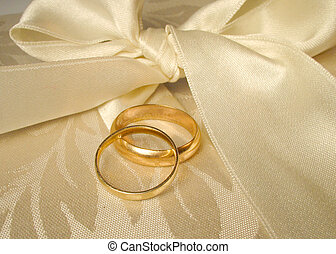 wedding bands - set of gold wedding rings