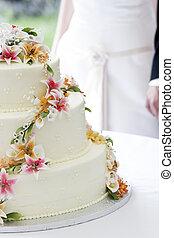 Wedding cake and couple