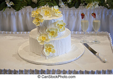 wedding cake and yellow orchids