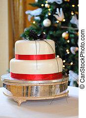 Wedding cake at Christmas wedding.