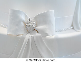 Wedding cake decorared with pearls