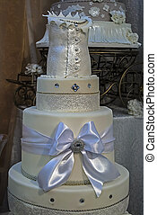 Wedding cake specially decorated. Detail 13