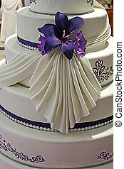 Wedding cake specially decorated. Detail 21