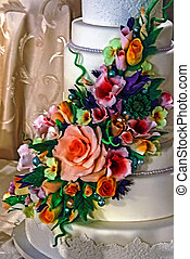 Wedding cake specially decorated. Detail 32