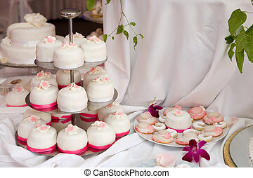 Wedding cakes - Table decorated with wedding cakes