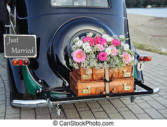 wedding car - Wedding bouquet on vintage wedding car