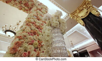 The column decorated with flowers