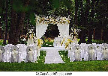 wedding ceremony in oak garden