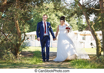 Wedding couple in the garden