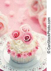Wedding cupcake - Cupcake decorated with pink sugar roses