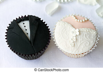 Wedding cupcakes - Bride and groom cupcakes