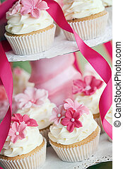 Wedding cupcakes - Cupcakes decorated with pink sugar...