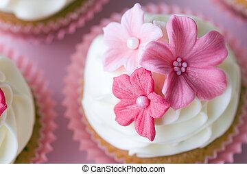 Wedding cupcakes - Wedding cupcake decorated with pink sugar...