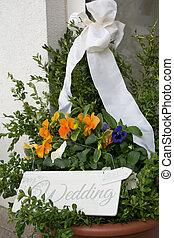 Wedding decoration front of house - nette Dekoration mit...