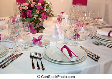 Wedding dinner with pink rose bouquet
