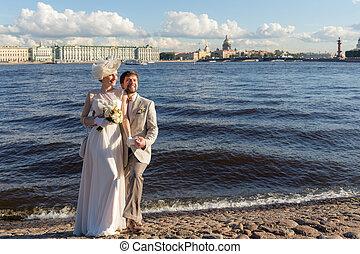 wedding in Sankt-Peterburg - happy couple on their wedding ...