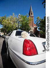 Wedding Limo and Church - Wedding limo outside of church ...