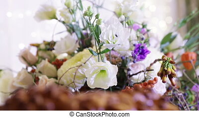 Wedding loaf element with flowers - Details wedding cake in...