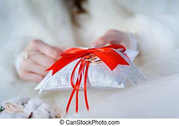 Wedding rings on decorative white pillow - Golden wedding...