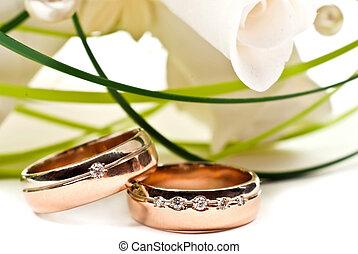 Wedding rings - Pair of golden wedding rings with rose ...