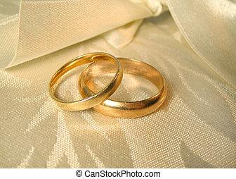 wedding rings - set of gold wedding rings