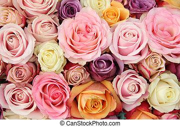Wedding roses in pastel colors - Bridal flower arrange, ent ...