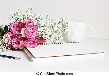 wedding, styled, bestand, photo., stilleben, mit, rosafarbene rosen, atem babys, gypsophila, blumen, weißer becher, bleistift, und, notebook., blumen-, composition., bild, für, blog, oder, sozial, media.