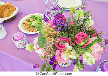 Wedding table decorations colour