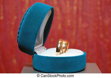 weddings rings in a blue box