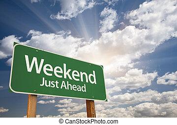 week-end, juste, devant, vert, panneaux signalisations