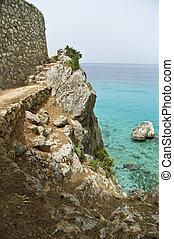 Weg am Meer bei Lefkada auf der Insel Lefkas in Griechenland