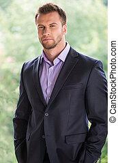 weg, jonge, formalwear, het kijken, zeker, businessman., man...