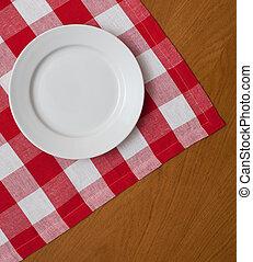 weiße platte, auf, holztisch, mit, rotes , kattun, tischtuch