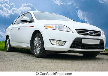 weißes, auto, gegen, der, himmelsgewölbe