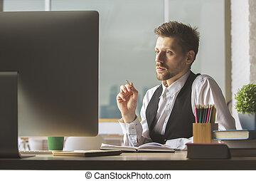 weißes, geschäftsmann, anschauen computerbildschirm