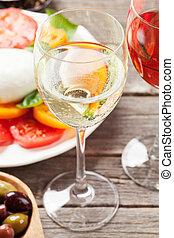 weißes, und, rose wein, mit, caprese salat