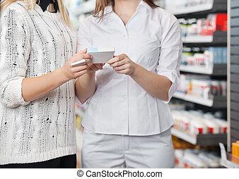 weibliche , apotheker, raten, kunde