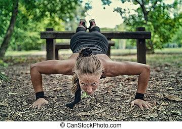 weibliche , athlet, trainieren, auf, fitness, spur