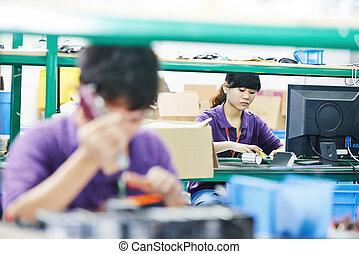 weibliche , chinesisches , arbeiter, in, fabrik
