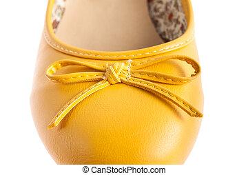 weibliche , freigestellt, gelbe schuhe