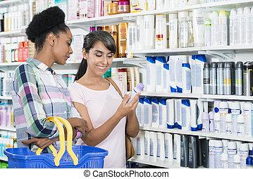 weibliche , friends, anschauen, produkt, in, apotheke