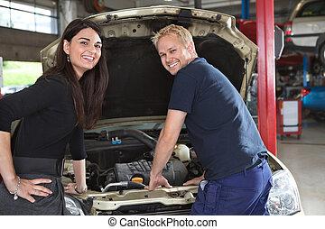 weibliche , kunde, mit, mechaniker
