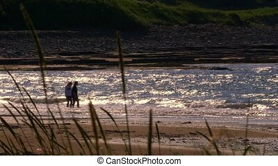 weibliche , laufen, an, castletown, sandstrand, schottland, -, eingestuft, version
