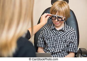 weibliche , optiker, bestimmung, verordnung, werte, mit, versuch, rahmen, für, preadolescent, junge, in, kaufmannsladen